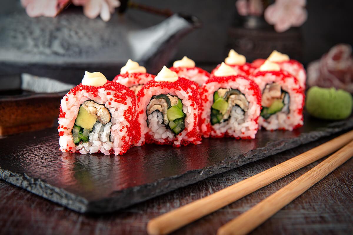 Ngon miệng đẹp mắt với món Sushi trứng cá hồi