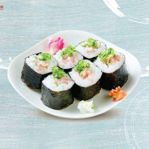 Sushi cá ngừ và hành