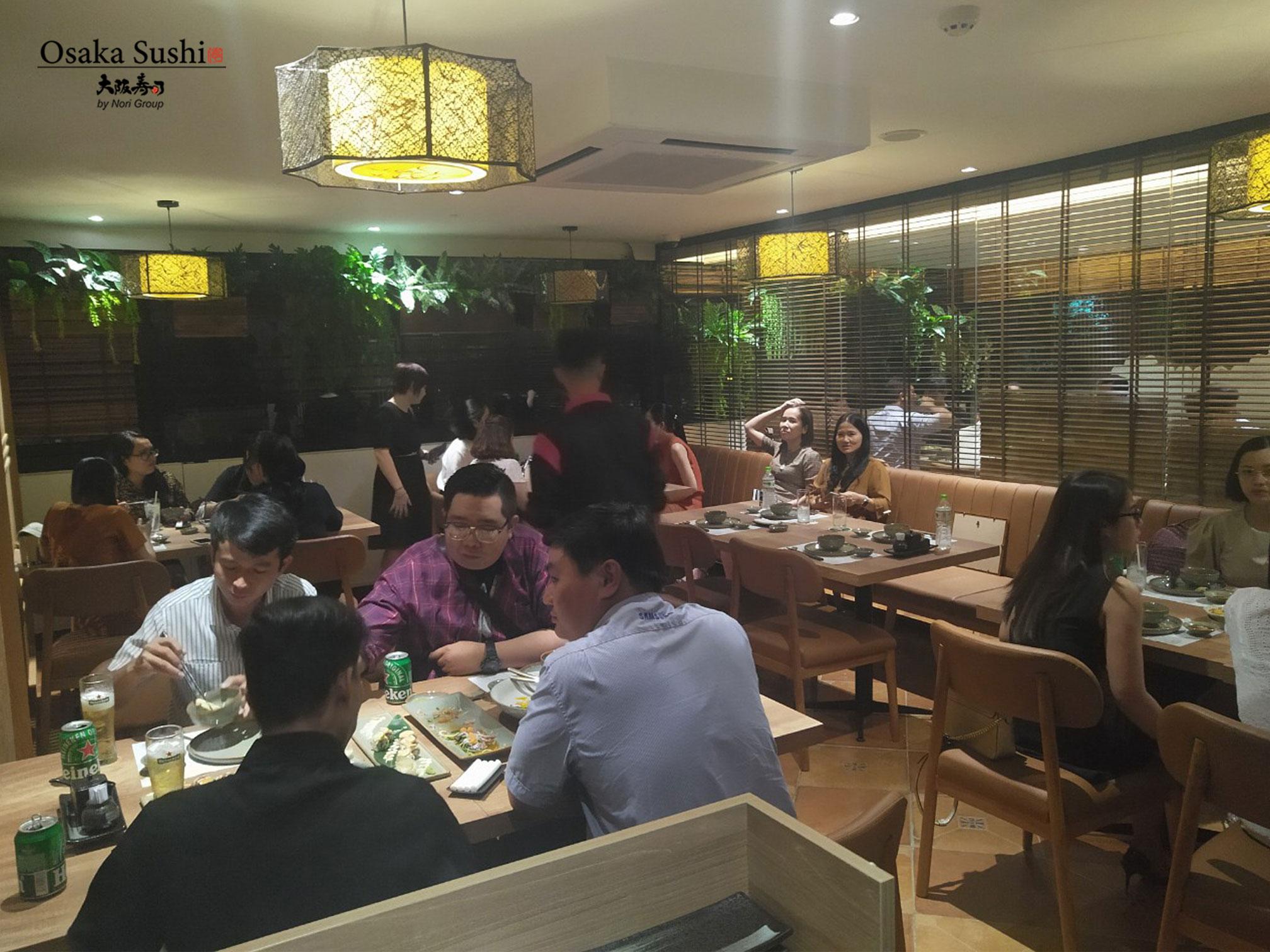 Không gian nhà hàng Osaka Sushi bạn bè & đồng nghiệp