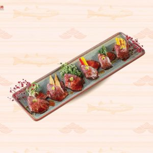 Bò Waygu nướng cuộn rau củ
